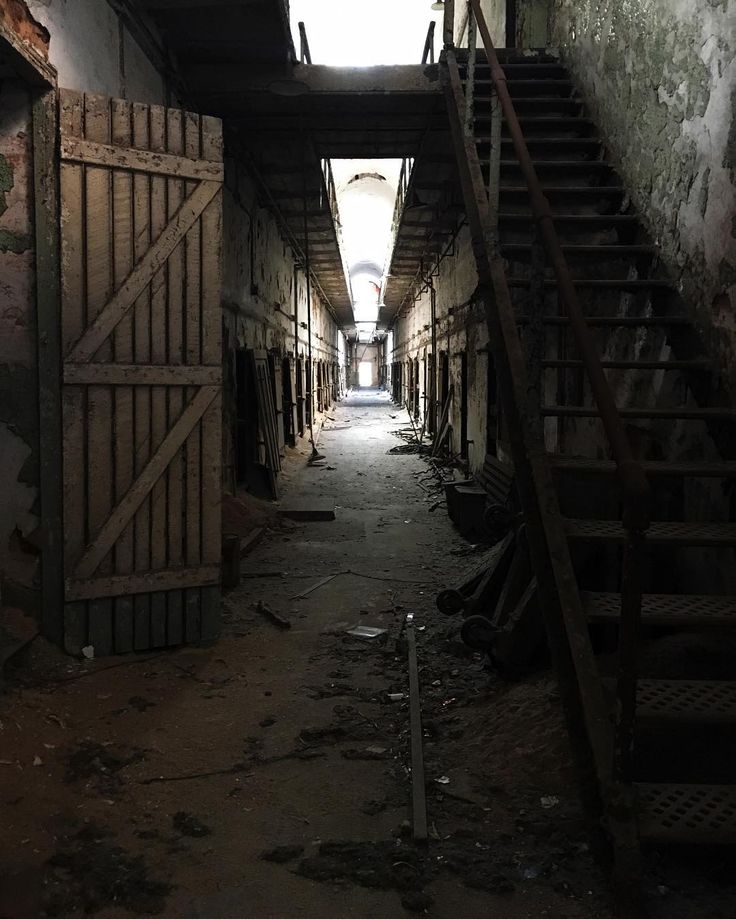 #travel #tourist #pennsylvaniaisbeautiful #pennsylvania #pennsylvania_life #visitpa #paspots #old #haunted #creepy #esp #easternstatepen #philly #philadelphia #tour #pa #decay #naturalpennsylvania #natural #abandoned_junkies #abandonedplaces #abandoned #onlyinpa #easternstate #hallway #creepy #scary #haunted