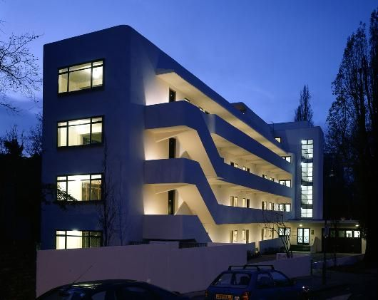 Isokon building, Art Deco architecture in London, UK This is Embassy Court's sister building designed by Wells Coates