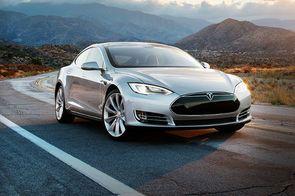 Tesla veut produire des batteries au graphène pour booster les capacités de ses voitures électriques  Le constructeur de véhicules électriques Tesla travaillerait sur des batteries au graphène, selon l'agence de presse chinoise Xinhua. Si le projet se concrétise, les berlines Model S de l'entreprise pourraient couvrir de plus grandes distances sans recharge. Mais ce carbone en deux dimensions ultra conducteur est encore difficile et cher à produire.  Lire la suite et Merci de vos…