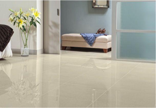 Resalta el estilo moderno en tu habitación con pisos brillantes.