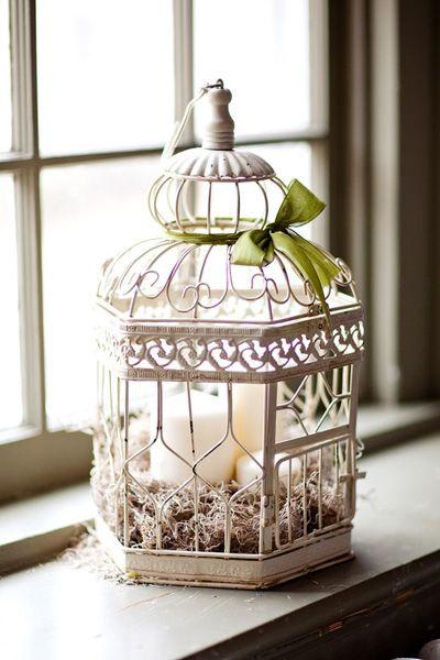 Pequeña jaula de pájaro vintage.