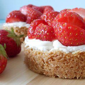 Aardbeien zandtaartjes met een lekkere roomvulling / Strawberry sandpies with cream filling - Het keukentje van Syts