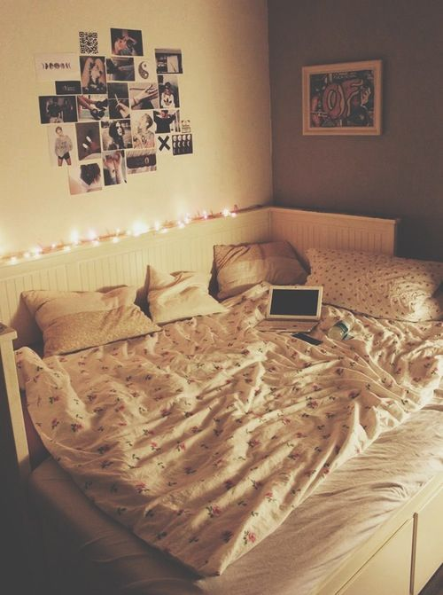 calming lighting // cozy bed