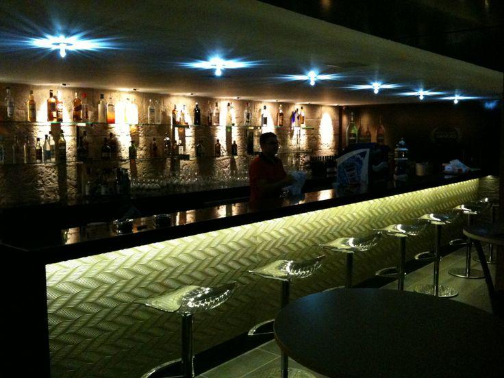 D&B Restaurant Cafe Bar.