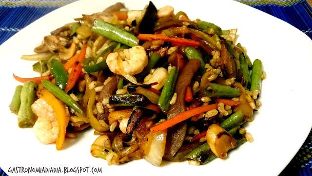 Gastronomía día a día: Salteado de verduras, arroz integral y gambas