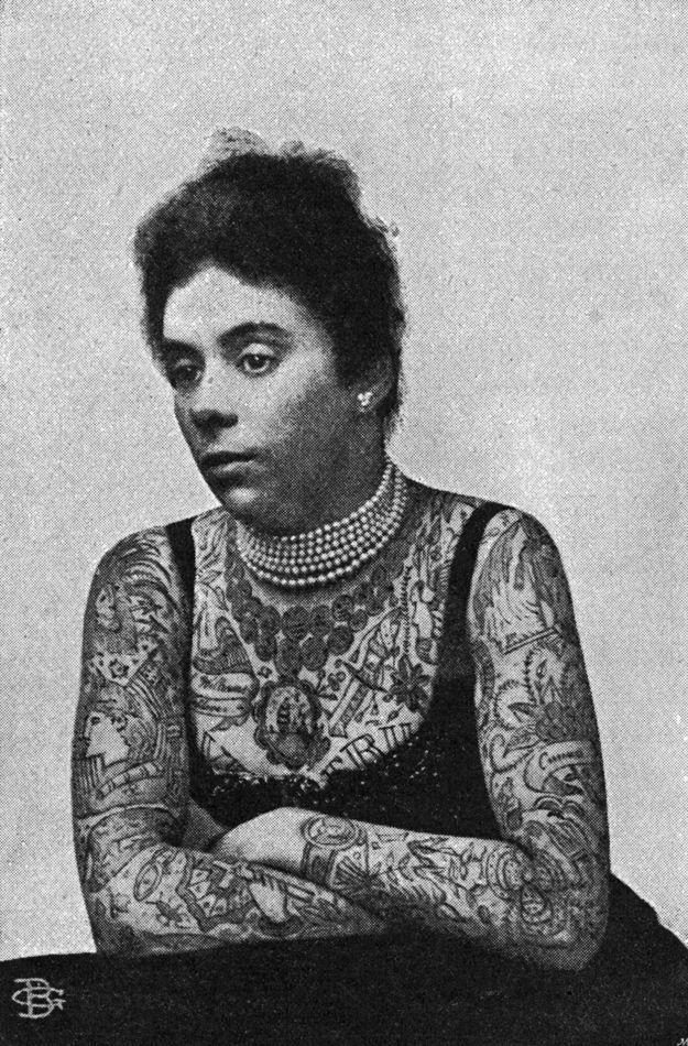 vintage everyday: Vintage Photos of Women Showing Their Tattoos