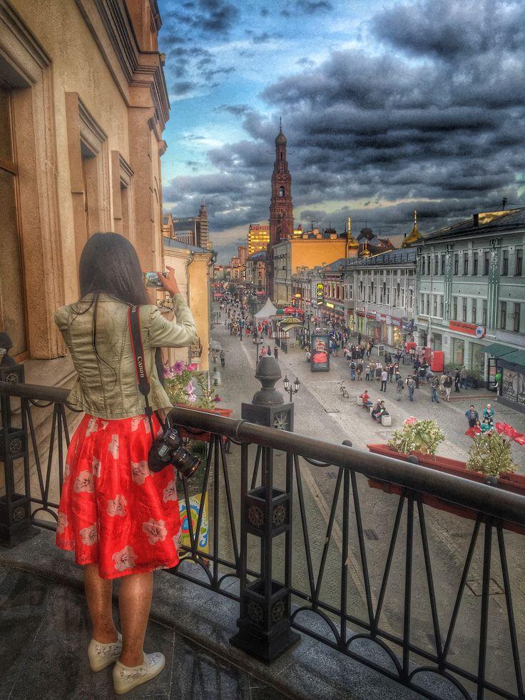 Пешеходная улица Баумана с балкона ресторана ДТК. Казань, Татарстан
