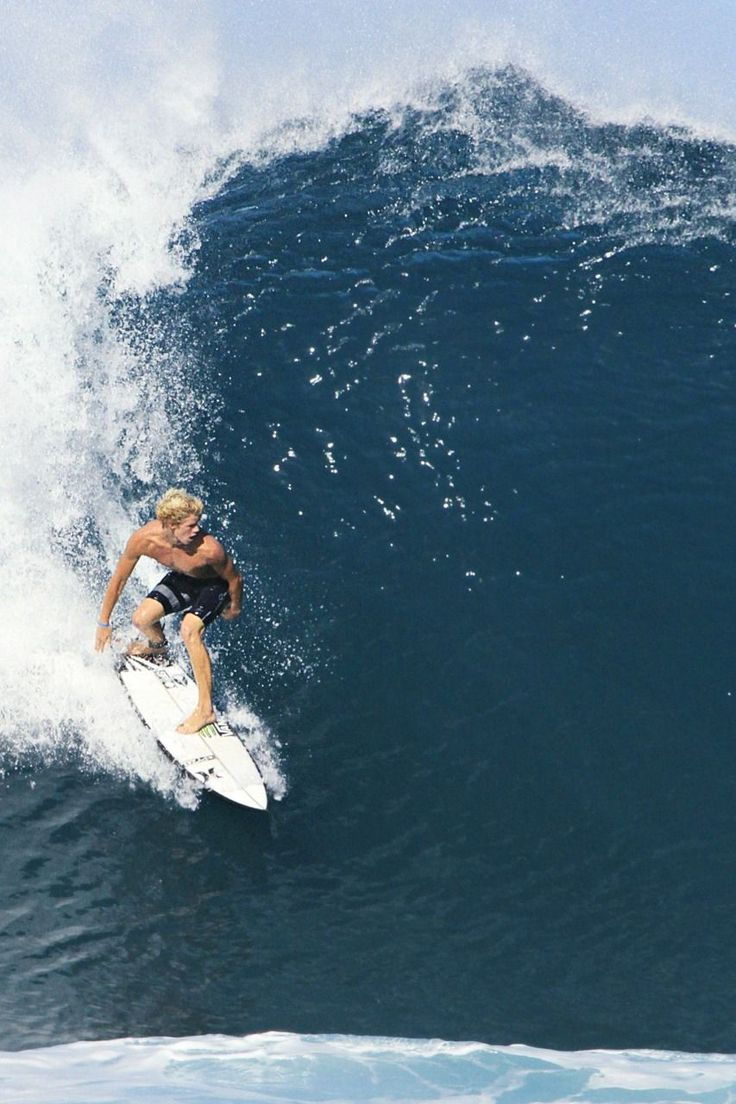 This is what you call a Man Turn. Thank you Wilko. #FijiPro   Surfing waves, Surf park, Surfing