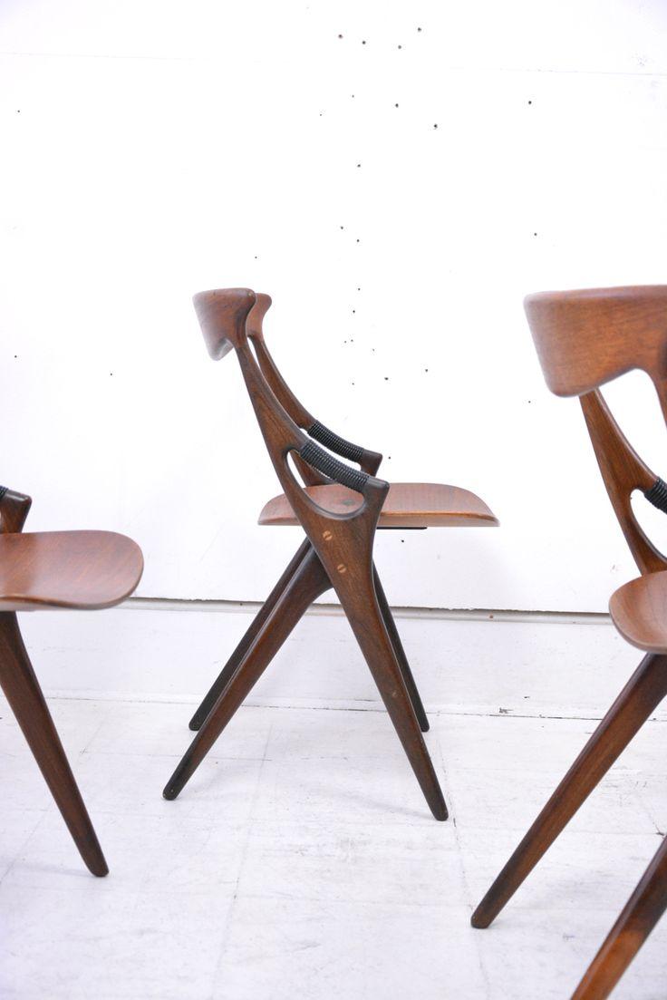 Lovely set of 8 all original teak dining chairs designed by Arne Hovmand Olsen for Mogens Kold, 1959, Model 71 £POA  #arnehovmandolsen #mogenskold #model71 #1959, #danishchairs #danish #danskdesign #midcentury #danishfurnitureinUK #Danishhomestore #nottingham #investment #teakchairs #midcenturymodern #mcm