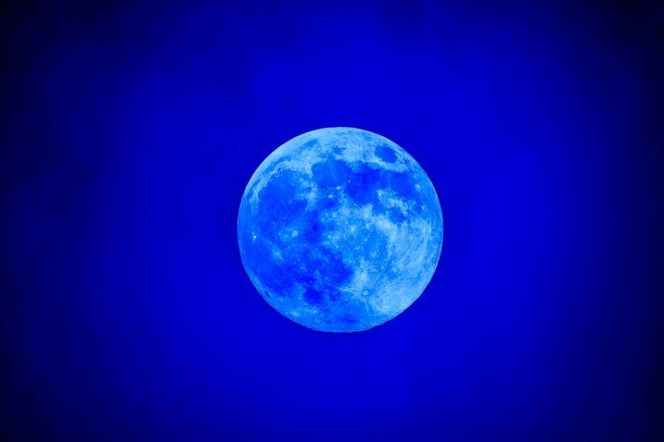 2015年7月の最終日に現れる、貴重な天体現象を知っていますか?それは「ブルームーン」と呼ばれ、3年に1度しか見ることができない珍しい満月なんです。「ブルームーン」て何!?簡単に言うと、ひと月に2度現れる満月のことを「ブルームーン」と呼びます。ちなみに2015年の7月2日に1度目の満月が現れており、その2度目が31日にあたります。天体情報を紹介するwebサイト「Earth Sky」によれば、...