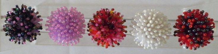 bague fantaisie femme perles rocaille-ovales-multicolores-pics-élastique-écrin