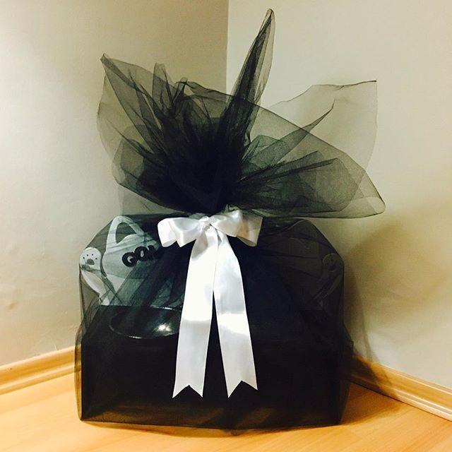 Gomez için hazırladığımız hediyemiz yola çıkmıştır!🎁😽Kişiye özel hediye paketlerimizle hediyenizi daha da özel kılın!Siparis ve bilgi icin DM #kaizendesign #kaizentasarim #kedi #köpek #mamakabi #yeniyıl #hediye #mama #kabı #mutluyillar #happynewyear #ozeltasarim #ürünler #ahşap #tasarım #cat #dog #bjk #beşiktaş #hediye  #petshop #pet #special #giftideas #gift #fb #fanatik #taraftar #carsi #gomez