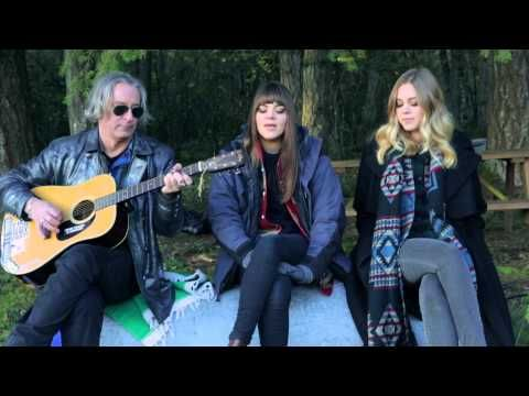 Watch First Aid Kit, Peter Buck Perform R.E.M.'s 'Walk Unafraid' - Rolling Stone