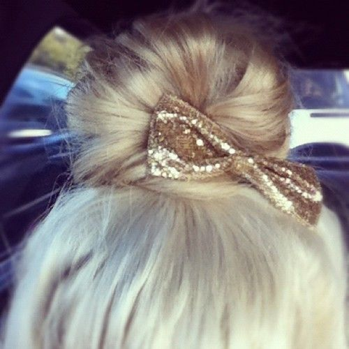 Messy bun with gold glittery bow ♥