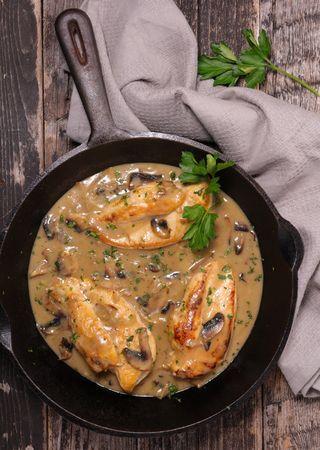 Φιλέτο από στήθος κοτόπουλου με μανιτάρια και μουστάρδα (olivemagazine.gr)