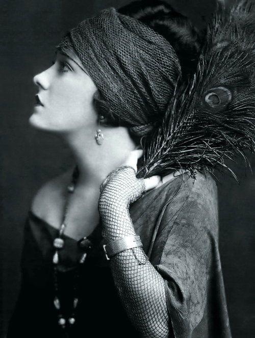 La femme des années 20 : décryptage du style                                                                                                                                                                                 Plus