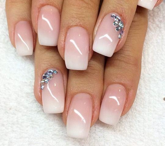 unghie gel nail art sposa sfumata e decorata con strass