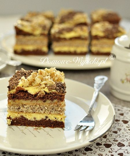 Layer cake with dulce de leche