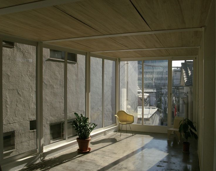 Built by Atelier Bow-Wow in Shinjuku, Japan with date 2005. Images by Unknown photographer. As it is hard to run 3 places including the university laboratory, we were looking for a site for our house and ateli...