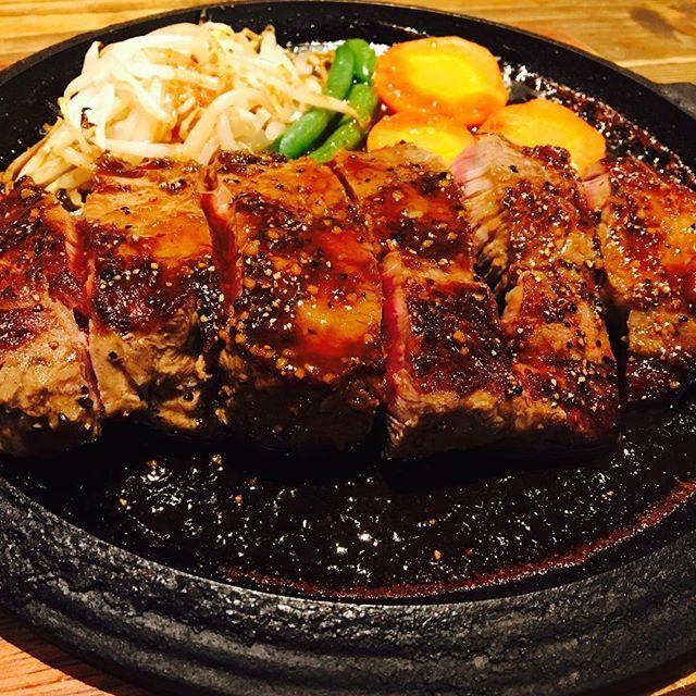 ❤︎ 昨日食べたお肉🍖 300g食べたよ😋💕 美味しかったな👏🏻 ・ ・ 美味しいお肉屋さん、 教えて下さい💋 #肉#ステーキ#焼肉#はちみつ肌#エステ#体質改善#美容#美肌#ツヤ肌#健康#ダイエット#スキンケア#コスメ#料理#糖質制限#管理栄養士#美容師#モデル#独立#お洒落さんと繋がりたい#お気軽にDM#東京#大阪#韓国#happylife#followme#love