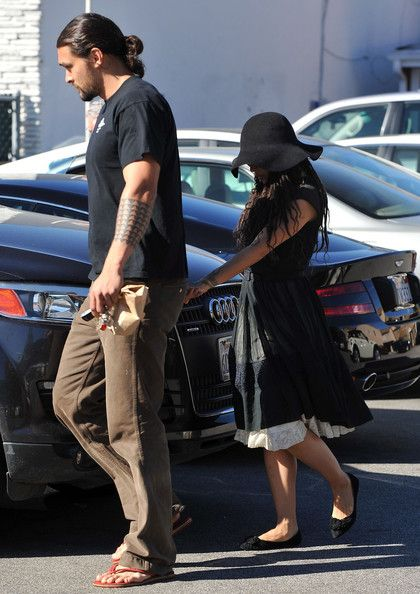 Jason Momoa Photos Photos - Actress Lisa Bonet and her boyfriend Jason Momoa out for lunch at the Brentwood Country Mart in Brentwood, CA. - Lisa Bonet And Jason Momoa At The Brentwood Country Mart
