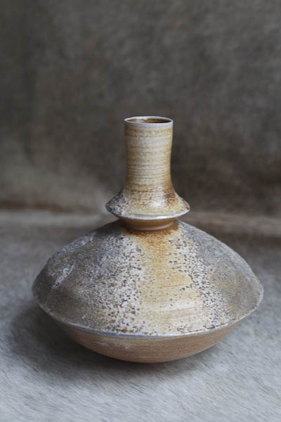 Bottle form by Hanako Nakazato, Japan