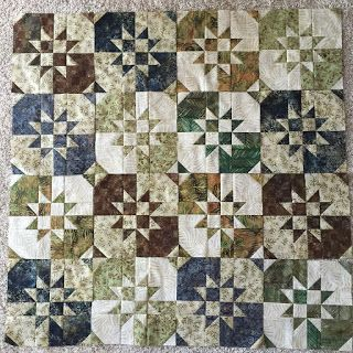 Disappearing Hourglass...tutorial @ Missouri Star Quilt Company. & 151 best Disappearing Hourglass Quilts images on Pinterest ... pillowsntoast.com