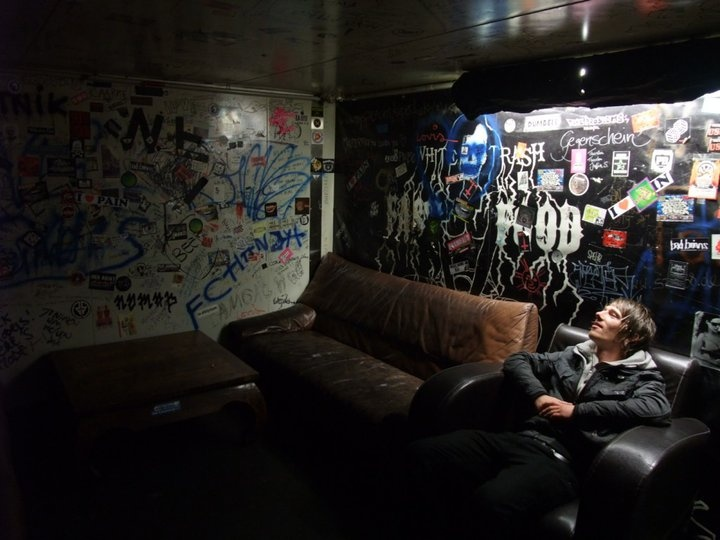Lewy backstage at White Trash, Berlin