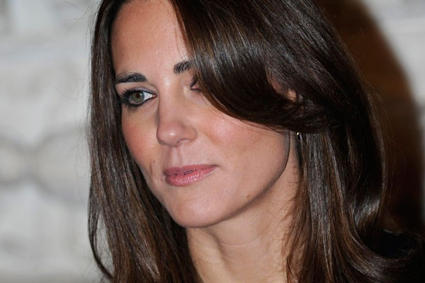 """Kate Middleton's nose tops """"most requested"""" plastic surgery - Robert Pattinson's  jawbone, Ashton Kutcher's cheekbone, Nicole Scherzinger's mouth...what other celeb body part was most sought after in 2012?"""