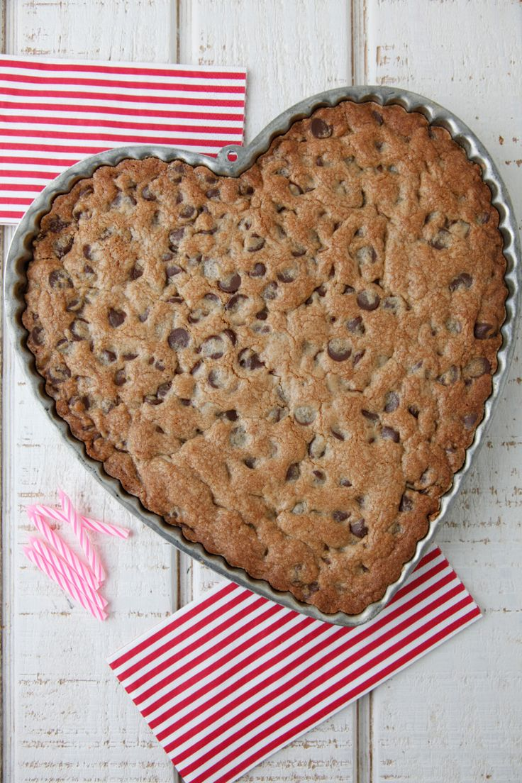 Chocolate Chip Cookie Cake from Weelicious: Cookie Cakes, Cakes Valentines, Cookies Cakes, Cakes Weelici, Cakes Ate