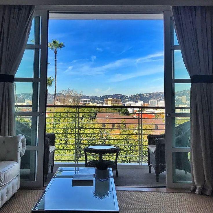 Hoje falamos sobre dicas de hoteis no snap maripelomundo e além do lancamento do post de @lu_moreda no blog Renata Araujo mostrou esse lindo hotel. #Repost @youmustgoblog  Repost youmustgoblog:  Que delícia começar o dia com esta paisagem típica californiana da varanda do meu quarto no @mrcbeverlyhills Um @leadinghotelsoftheworld ele fica muito bem localizado em @beverlyhillscalifornia perto da @rodeodrive mas ao mesmo tempo em uma zona residencial bem exclusiva fácil de chegar e sair…