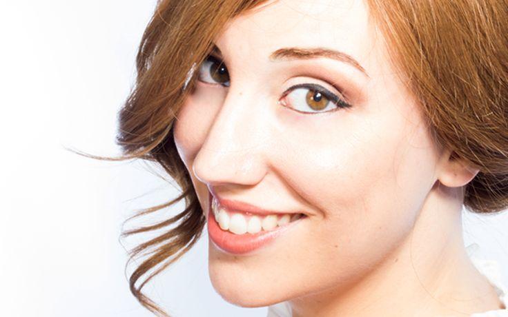 Soluciones para cejas poco pobladas. Debido al paso del tiempo, por cambios en nuestro metabolismo, por la depilación continuada o por tratamientos médicos los cabellos de las cejas se van debilitando y acaban por dejar de salir. Hay diferentes opciones tanto para aumentar la densidad de tus cejas como para crear el efecto óptico de tener unas cejas mucho más pobladas. ¿Quieres conocerlas? ¡Te las detallamos!