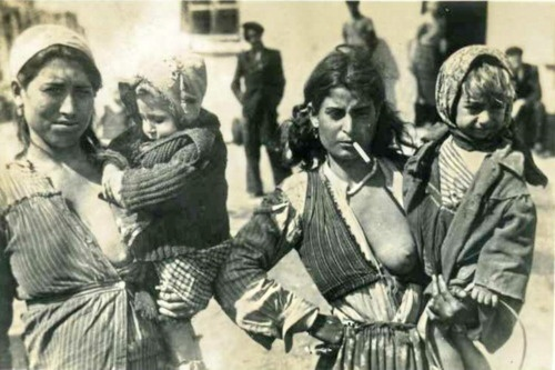 Romani mothers with toddlers. It was common & acceptable (as in not a spectacle) for Romani women who were mothers to expose one breast. This made it accessible for nursing.