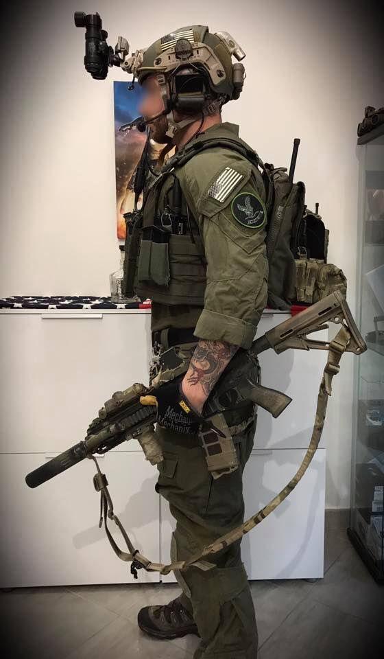 Opérateur de la DG, reenac HRT FBI tenu nocturne crye précision ranger green 4/4