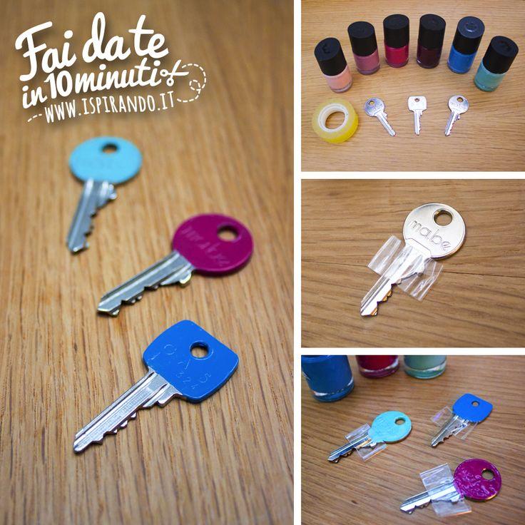 Un uso davvero creativo dello smalto per unghie per personalizzare le chiavi di casa e donar loro un tocco di colore! Da fare in soli 10 minuti! #DIY #fastDIY #polish