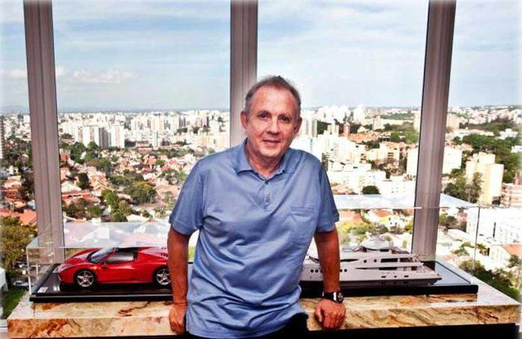 O bilionário gaúchoAlexandre Grendene vai investir R$ 6 milhões para construir mais umhospital veterinário público do País. O prédio será levantado em 10 meses onde atualmente fica aUnidade de Medicina Veterinária da Seda,naLomba do Pinheiro, em Porto Alegre, RS. Ele terá1,6 mil m², com cinco. Leia Mais