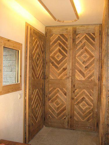 CHALET SVIZZERA -  PORTONI INGRESSO #casalegnoantico #Brig #legnodirecupero #italianwooddesign #Macugnaga
