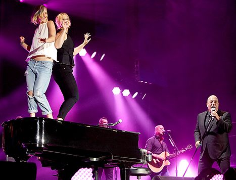 Jennifer Lawrence, Amy Schumer Dance on Billy Joel's Piano: Video - Us Weekly
