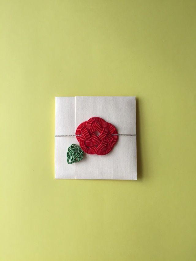 水引赤いお花の正方形ぽち袋(金帯)