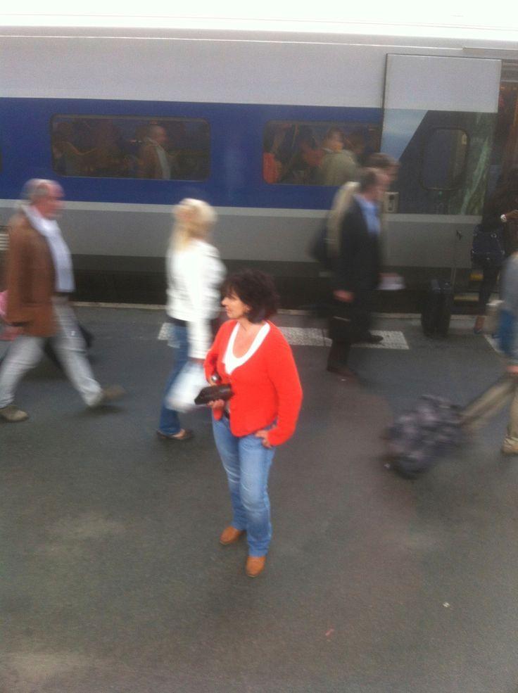 Vies de passage. Chemins croisés. Livres ouverts….. Elisabeth Martinez-Bruncher, écrivaine. ALTER EGO http://www.editions-harmattan.fr/index.asp?navig=catalogue&obj=livre&no=43140 LA PETITE CUISINE http://www.editions-harmattan.fr/index.asp?navig=catalogue&obj=livre&no=43141&razSqlClone=1 TUSSEMBONT http://www.liber-mirabilis.com/PBSCProduct.asp?ItmID=12181210