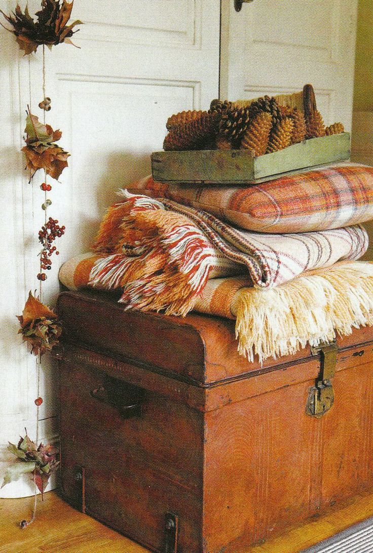 Creating Fall in 5 Easy Steps! 5 ways to bring Fall in to your home easily, on dreambookdesign.com: