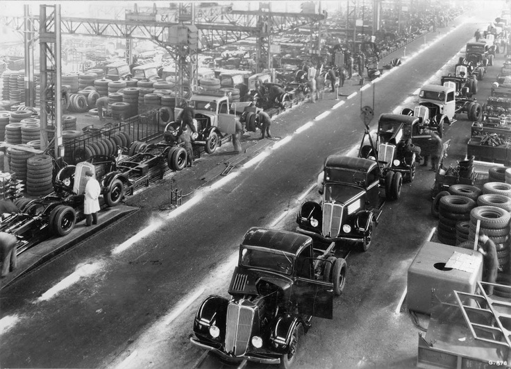 Boulogne Billancourt, lignes de fabrication Renault, 3 mars 1936 by Robert Doisneau