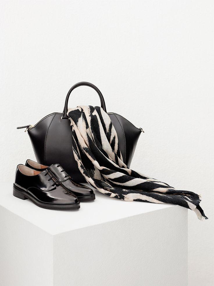 Mocasines negros de mujer en piel - Bolso shopper de piel - Foulard bicolor -  Adolfo Dominguez Online