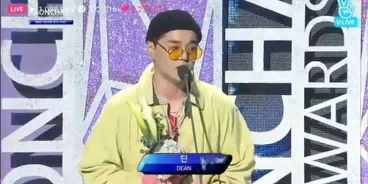 Rude fans shout at DEAN to hurry up or die during his acceptance speech at 'GAON Chart K-Pop Awards' http://www.allkpop.com/article/2017/02/rude-fans-shout-at-dean-to-hurry-up-or-die-during-his-acceptance-speech-at-gaon-chart-k-pop-awards