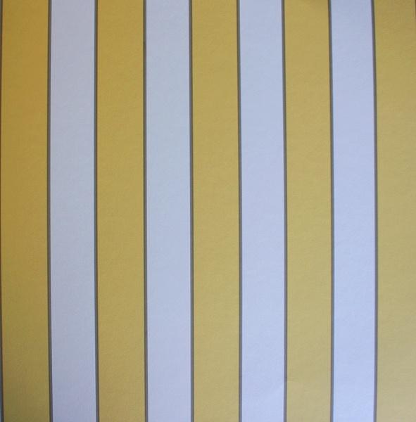 con tende gialle