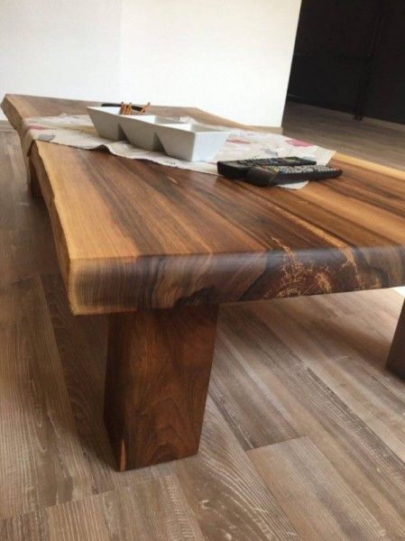 Slovensky-Italiano-English  Predstavujeme Vám exkluzívny kúsok z našej dielne z čisto prírodného materiálu. Dve masívne dosky z orechového dreva sú ručne zlepené, opracované a...