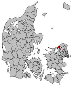 """Map DK Frederiksværk-Hundested.  Halsnæs Kommune is a municipality (Danish, kommune) in Region Hovedstaden (""""Capital Region""""). The municipality covers an area of 122.15 km² (2013), according to Municipal Key Figures (De Kommunale Nøgletal (www.noegletal.dk)), and has a total population of 30,644 (1 April 2014). Its name comes from Halsnæs, the peninsula that forms the western part of the municipality."""