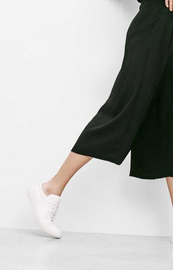 CLARA design from Nümph is a realxed fit coulotte trouser featuring an elastic waistband, pockets on the sides and a low wide hem.