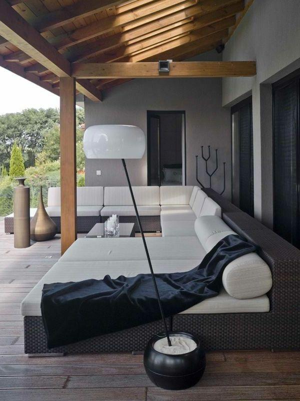 moderne stehlampe weißer lampenschirm patio gestalten