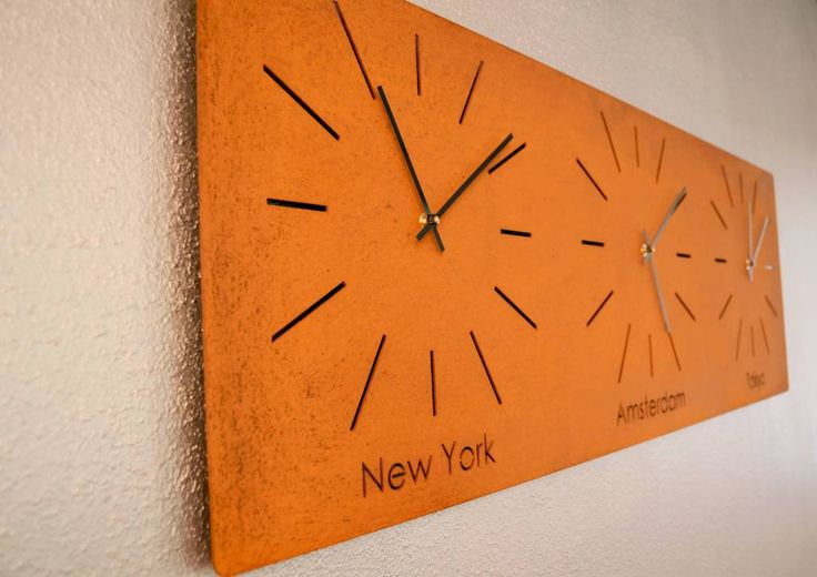 Interior design world clock with three different timezones made of corten steel interieur - Wereld kruk ...